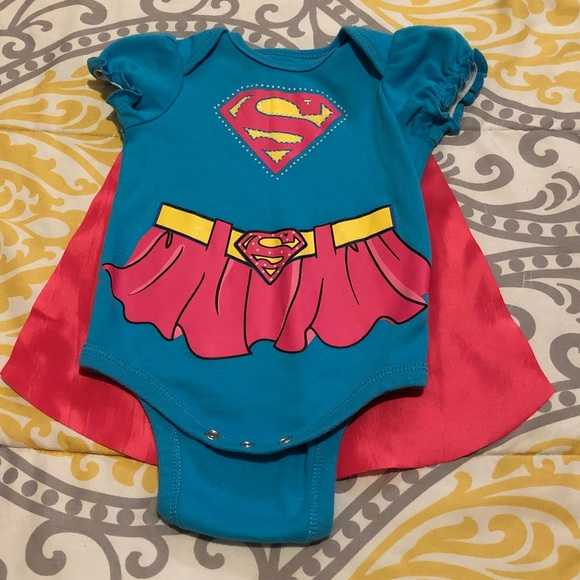 0//3M NWT  Baby Girl Supergirl One Piece with Detachable Cape 3//6M 6//9M